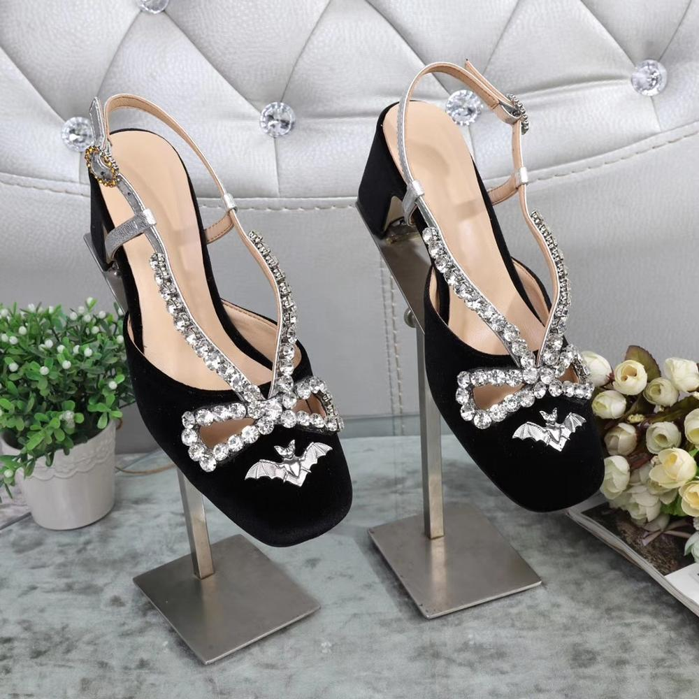 Metal Bat Sandals Lady Crystal Button Sandals Lady Butterfly-knotted Baotou Fashionable One-word Button High-heeled SandalsMetal Bat Sandals Lady Crystal Button Sandals Lady Butterfly-knotted Baotou Fashionable One-word Button High-heeled Sandals