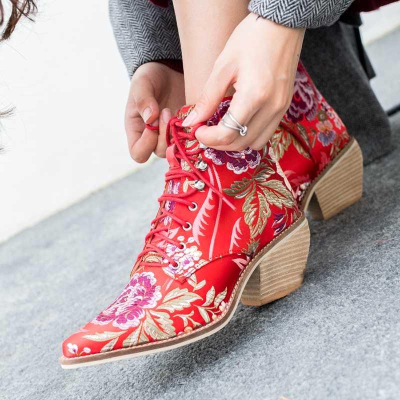2019 Nieuwe Enkellaars Vrouwen Cowboy Laarzen Chinese Stijl Borduren Mode Laarzen Lace Up Herfst Lente Dames Schoenen Big Size 34-43