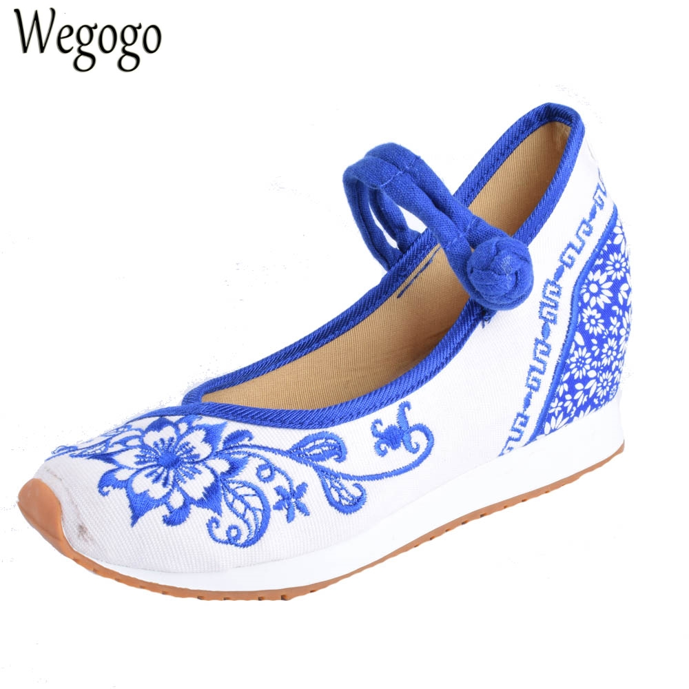 Vintage Women Flats Canvas Blue And White Flower Embroidery Casual Cotton Cloth Platforms Shoes For Woman Sapato Feminino blue and white canvas anti static shoes esd clean shoes pharmaceutical shoes work shoes add cotton