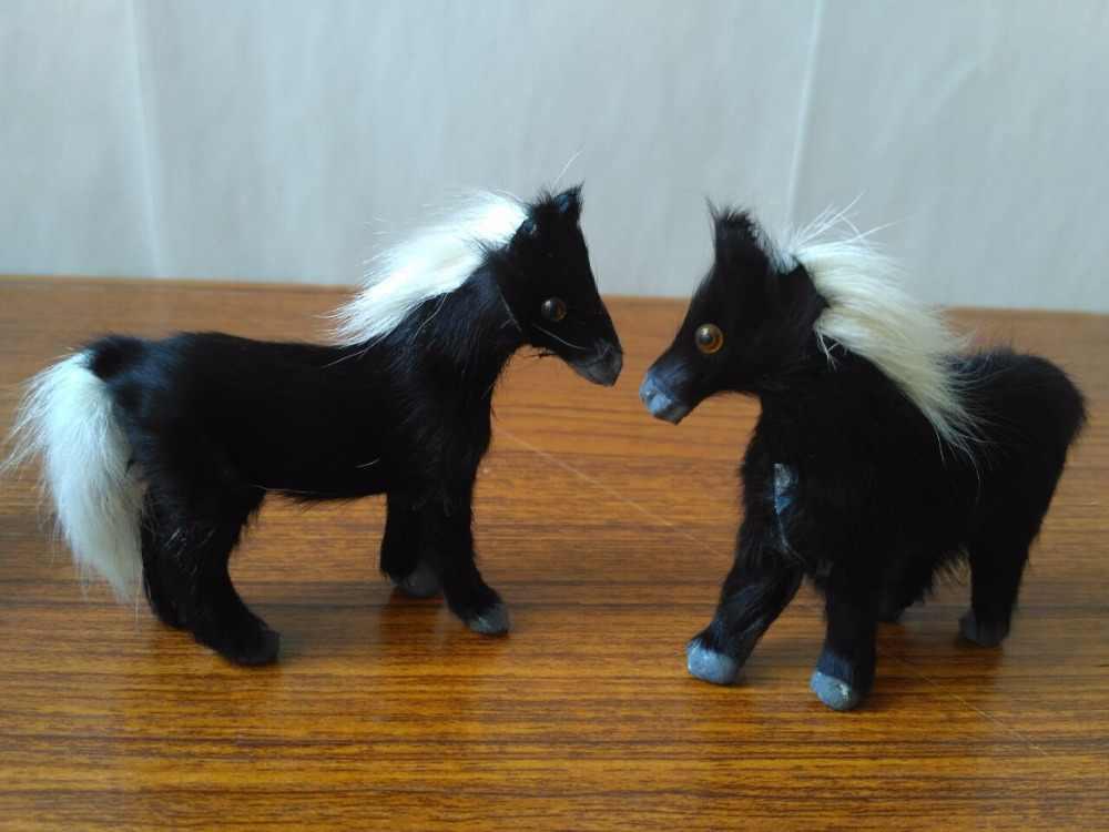Mini 9x7 سنتيمتر محاكاة الحصان نموذج البلاستيك والفراء الحصان الأسود مجموعة واحدة/2 قطع الحرف اليدوية ، ديكور المنزل لعبة هدية d1489