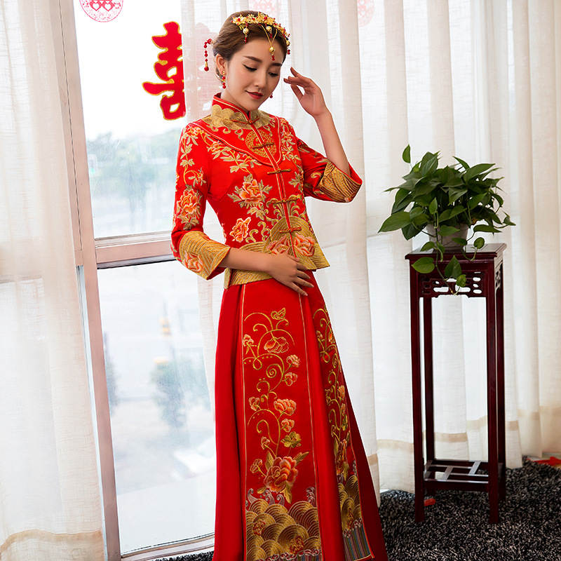 Embroidery Bride Red Chinese Traditional Wedding Dress