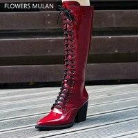 Модные зимние сапоги из лакированной кожи; Цвет винно красный, черный; женские сапоги до колена с острым носком на высоком каблуке шпильке в