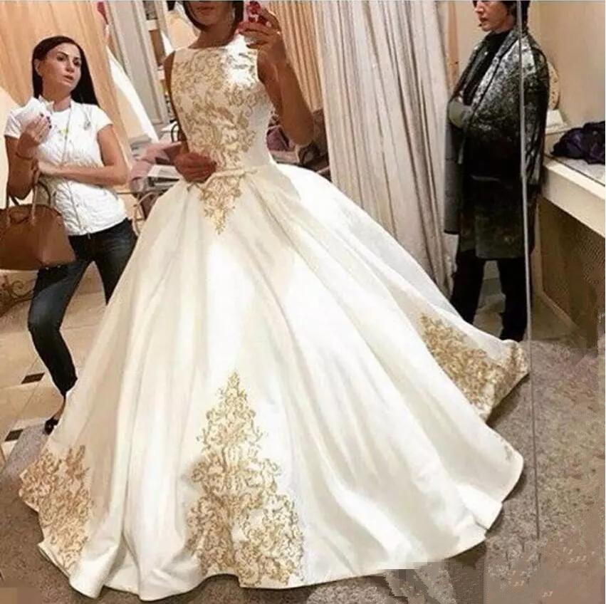 Modest 2019 Plus Size Gold Applique Wedding Dresses Pleats