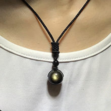 Ожерелье с подвеской из натурального обсидиана бусинами золотистого