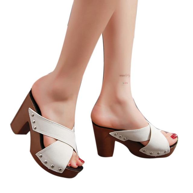 c64b433cc9 2018 Novas Mulheres Sapatos Da Moda Mulheres Cinta Cruz Robusto Sandália de Salto  Alto Grosso Dedo