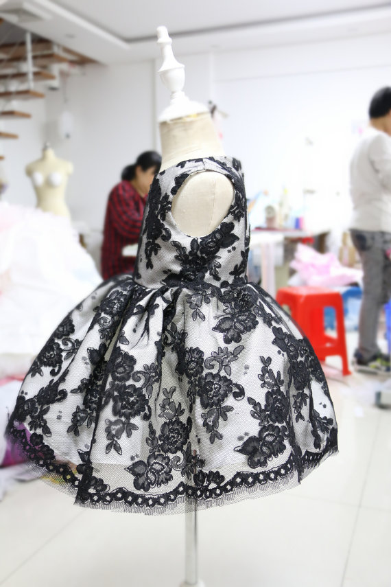 Beauty black lace appliques flower girl dress crew neck baby 1st birthday outfits ball gown little kids Christmas party dresses black lace details crew neck flared sleeves blouses
