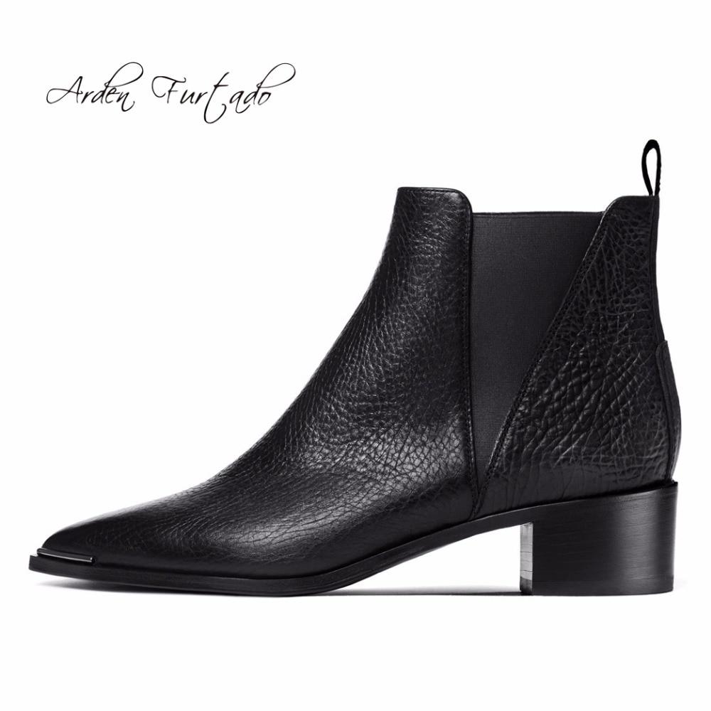 جديد 2017 الشتاء حقيقية جلد البقر أزياء حذاء من الجلد تشيلسي الانزلاق على امرأة الأحذية أحذية للنساء وأشار اصبع القدم زخرفة المعادن-في أحذية الكاحل من أحذية على  مجموعة 1