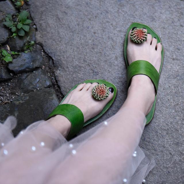 Genuine Leather Flat Sole Flowers Flip-Flops