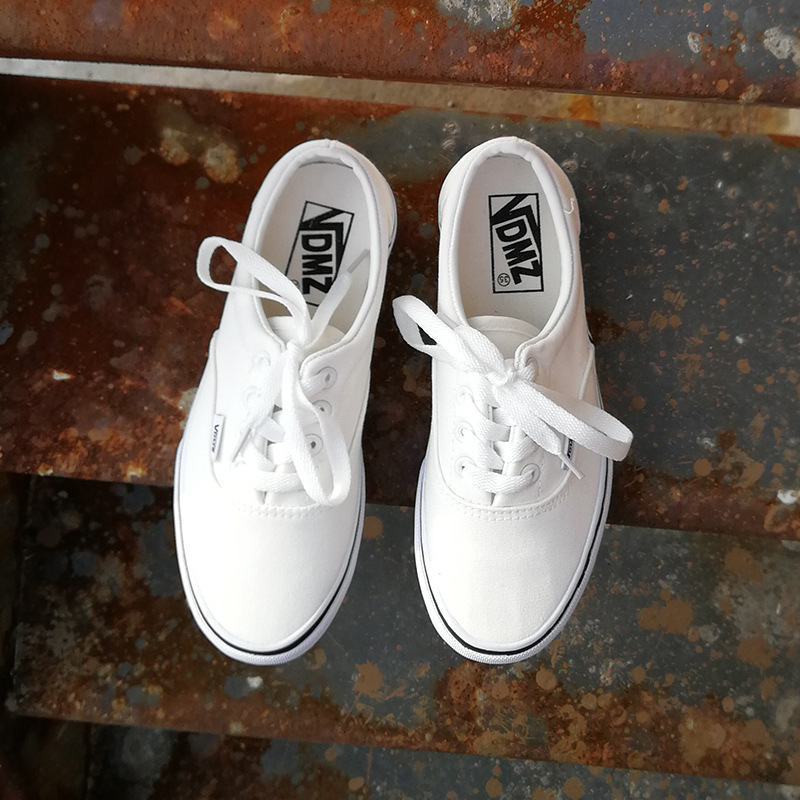 2018 Spring New Canvas Shoes Students Lace Casual Shoes Couple Thick-soled Flat Shoes.