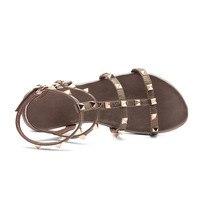Fedonas Новый Для женщин gladitaior без каблука Босоножки женская обувь из натуральной кожи шлепанцы пряжки заклепки украшения сандалии повседневная обувь