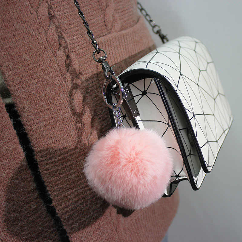 ISINYEE Moda Snowflake Pom Pom Bola Macia Chaveiro Mulheres Saco Carros Falso Rex Rabbit Fur Pompom Fofo Chaveiro Chaveiro pingente
