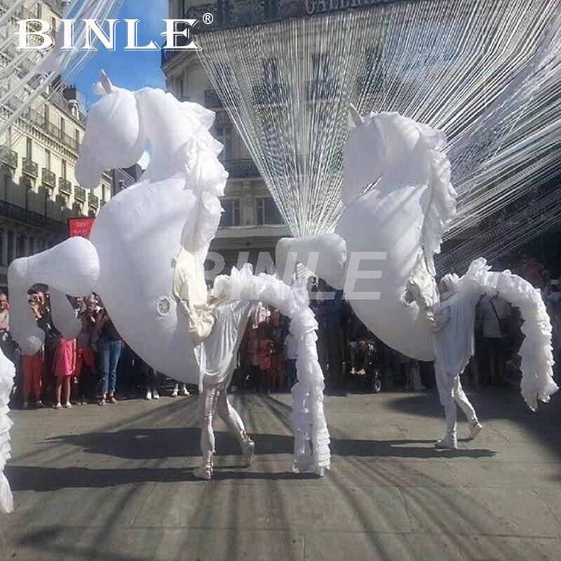 Livraison gratuite 3 pièces fantastique costume de cheval gonflable géant blanc avec des queues pour la performance de scène N parade 16 couleurs lumières de LED