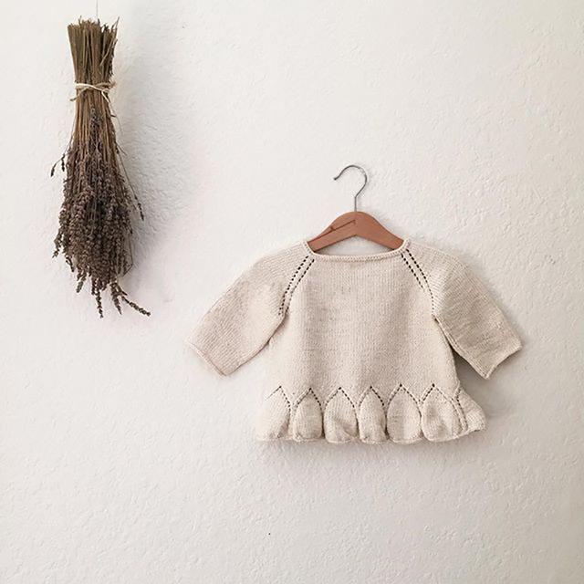 Moda Otoño Invierno Pétalo Tops Suéter Del Bebé Muchachas de Los Cabritos Ropa Pullover Suéteres de Punto Para Niñas Niños chaqueta de Punto