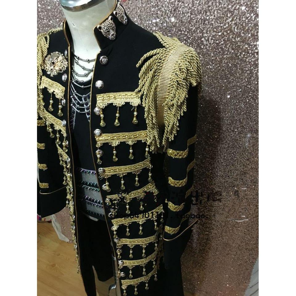 Ilgas juodas ir auksinis mandarinų apykaklės vyriškas kostiumas - Vyriški drabužiai - Nuotrauka 2