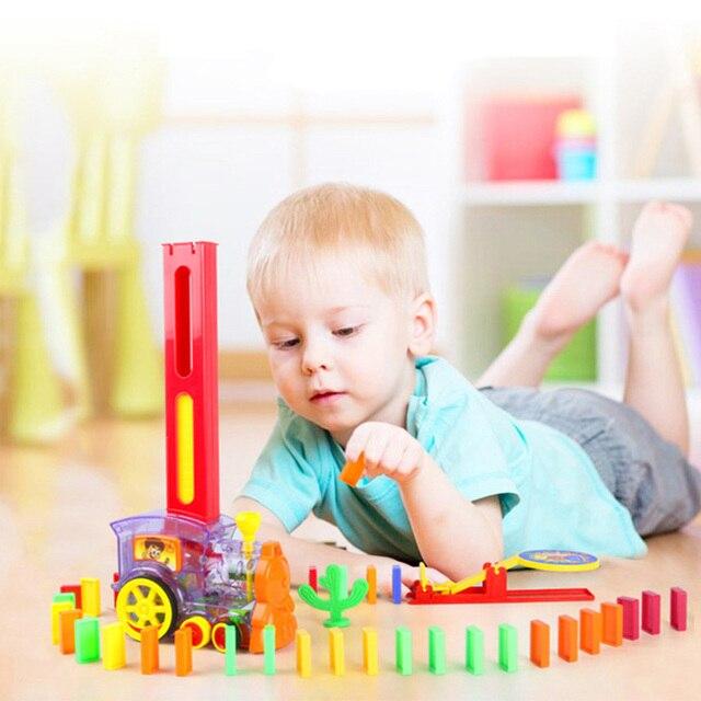 120/60 pçs/set Dominó Trem Carro conjunto kit Adesivo de Trampolim Edifício Educacional Bloco de Plástico Toy presente para o menino meninas crianças