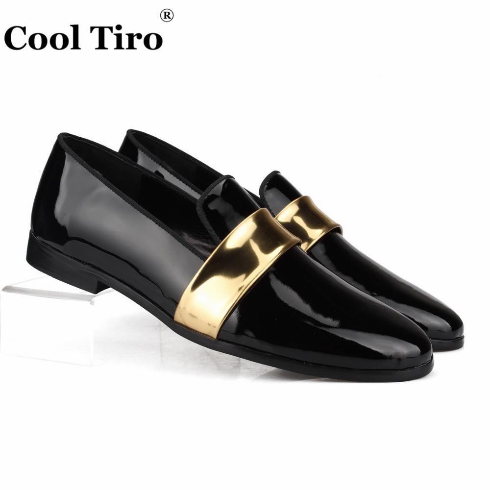 クールtiroブラックパテントレザーメンズローファーでゴールドベルトスリッパモカシン男性のドレスシューズウェディングパーティー干潟カジュアル靴  グループ上の 靴 からの 正式な靴 の中 1