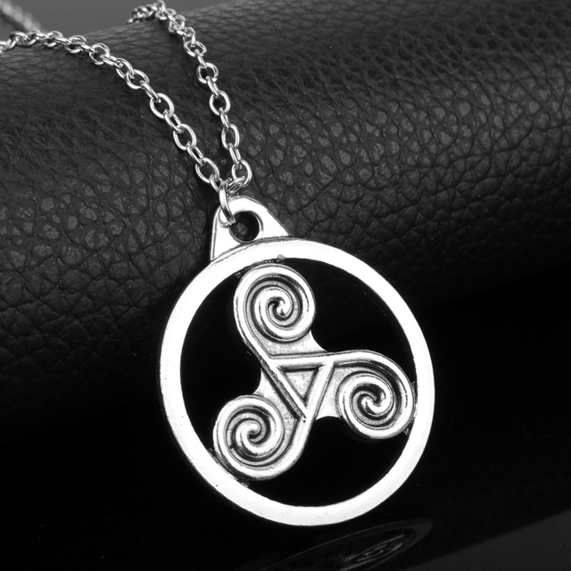 Dongsheng Outlander Antique Holy Trinity Symbol Celtic Border Knot