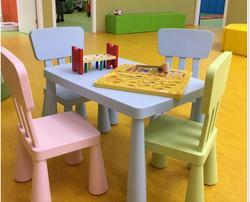 Anak-anak meja dan kursi, dengan tebal persegi panjang meja