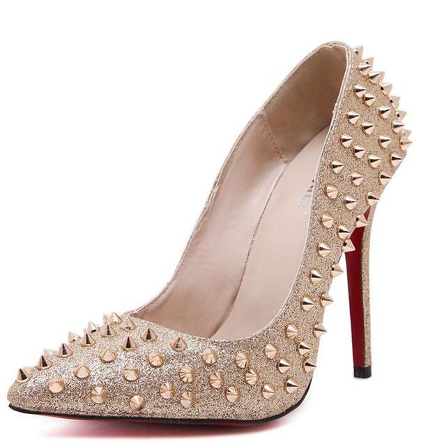 Moda Sexy Mulheres Sapatos de Glitter Bombas Rebites Studded Partido Prata Ouro Sapatos de Salto Alto Bombas Dedo Do Pé Apontado Stilettos Mujer