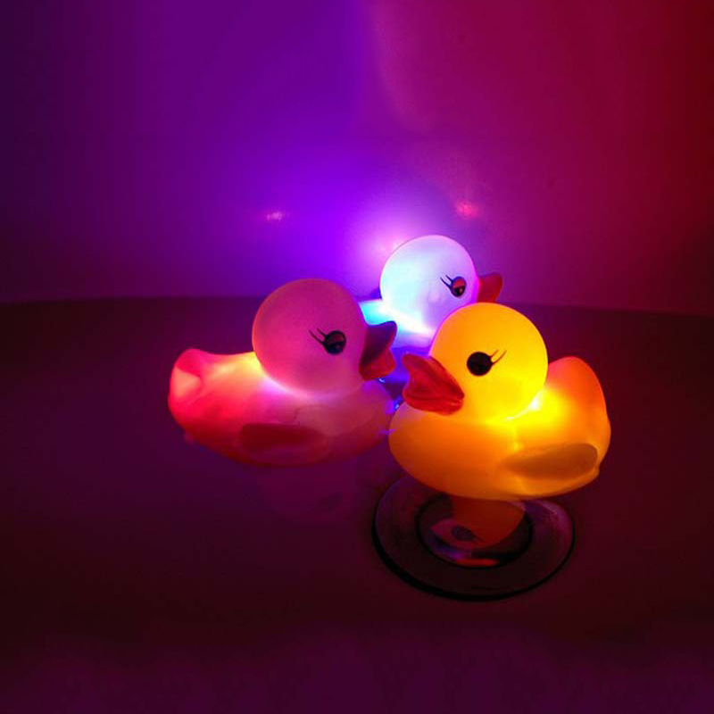 Rubber Duck Bath Flashing Light Toy Auto Color Changing Baby Bathroom Toys Multi Color LED Lamp Bath Toys