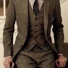Los últimos diseños de pantalones de abrigo, traje de Tweed marrón, trajes de boda formales de invierno Vintage para hombres, traje clásico para hombres, traje de 3 piezas para hombres
