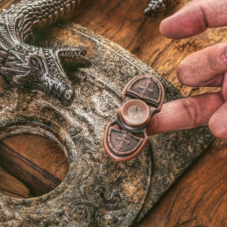 2017 New Fidget Toy Hand Spinner Metal Crusader Tiger Finger Stress Spinner Tri-spinner  Triangular