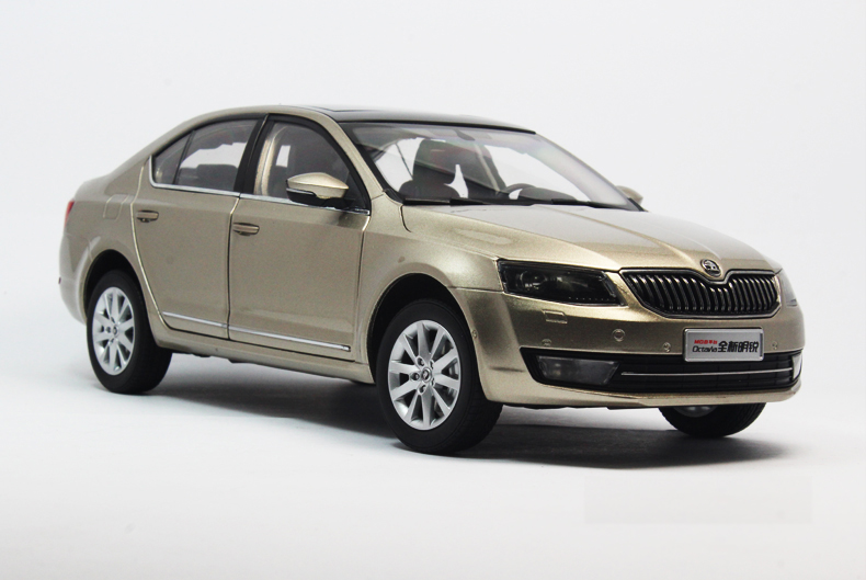 1:18 Diecast Model for Skoda Octavia 2014 Gold Liftback Alloy Toy Car Miniature Collection Gifts car usb sd aux adapter digital music changer mp3 converter for skoda octavia 2007 2011 fits select oem radios