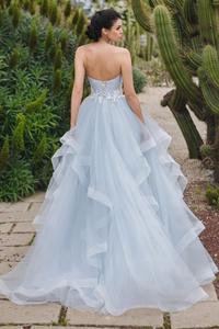 Image 3 - Özel Sevgiliye Boyun Çizgisi Kolsuz A line Plise düğün elbisesi Dantel Aplike Kemer dantel up Katmanlı Tül Gelin Elbise