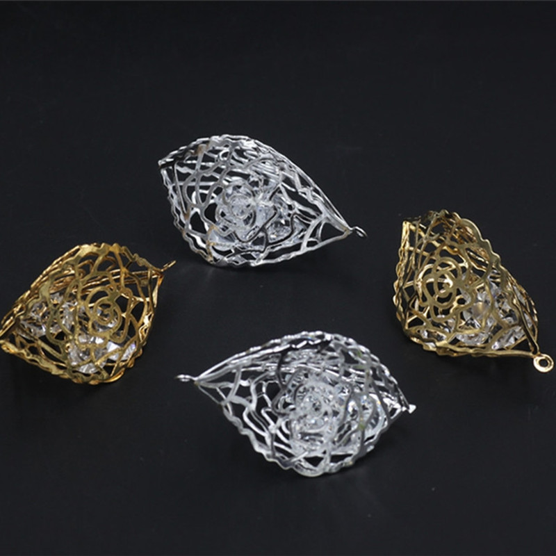 47mm 28mm Fashion Metal Gold Silver Rose Flowers Hollow three dimensional crystal pendant Charm DIY Jewelry