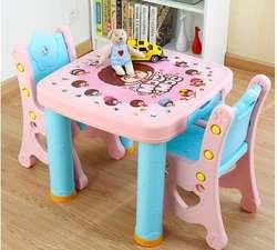 Набор для учебы и стула. Комбинации таблице. Детский пластиковый стол из набора стола и стула