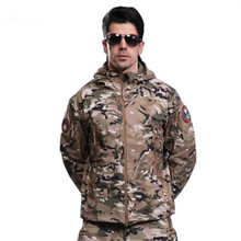цены Men Autumn Winter Outdoor Warm Jackets Fleece Black green Camo print Army Military Camping sports Tops shark skin Waterproof