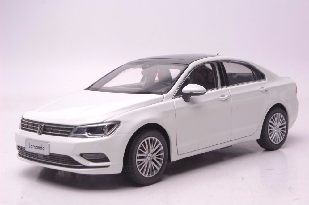 1:18 Diecast Model for Volkswagen VW Lamando 2015 Alloy Toy Car Miniature Collection Gift масштаб 1 18 vw volkswagen new cross polo 2012 diecast модель автомобиля оранжевый