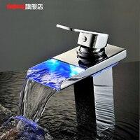 Gelişmiş hidrodinamik LED ışık yayan sıcaklık üç renk şelale lavabo tam bakır yaratıcı musluk musluklar