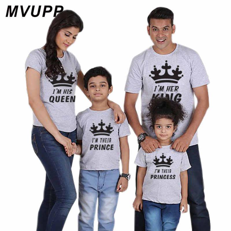 Famiglia Look Mommy And Me di Corrispondenza Abiti Vestiti Padre Madre Mamma Figlia Figlio Del Bambino Delle Ragazze Dei Ragazzi T-Shirt Re Queen Tshirt summe