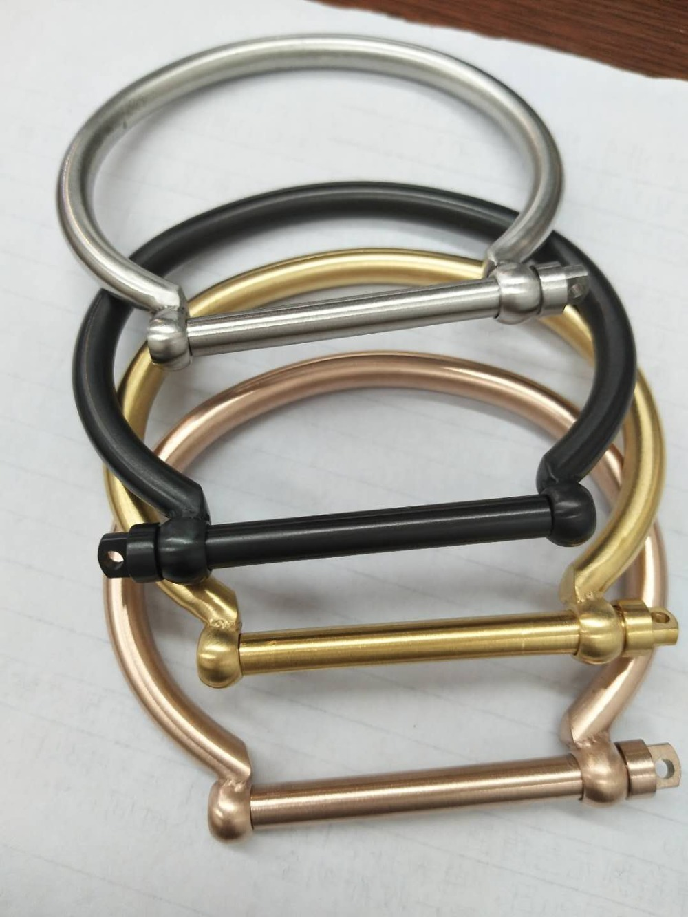 4 kleuren Fashion Rvs Armbanden Armbanden Schroef Gesp Hoefijzer Goud Charms Manchet Armbanden Femme Pulseira Masculina
