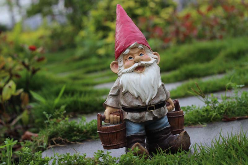Poly resin creative garden gnome elf figurine carry water for Figurine decoration jardin