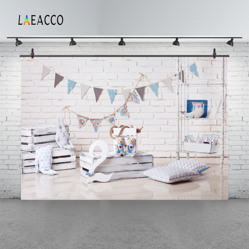 Laeacco Baby 2 Birthday Pillow Brick Wall Flag Caja de madera Bear - Cámara y foto - foto 3
