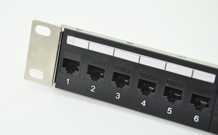24-port CAT6 Feedthrough Patch Panel Incl. 24pcs of CAT6 female keystone adapters (RJ45 to RJ45 free connection)