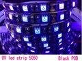 Pés 5 m Verdadeiro UV À Prova D' Água tira conduzida 5050 SMD tira de fita de led roxo luz 60 leds/m 12 V PCB Preto