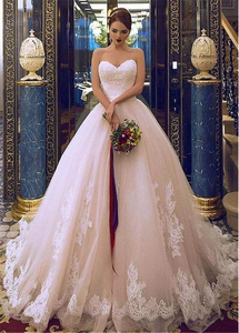 Image 4 - Elegant Tulle Sweetehart Neckline Ball Gown Bridal Dresses With Lace Appliques & Beadings & Belt Wedding Gowns