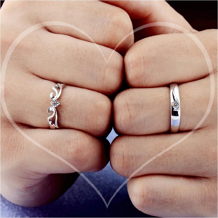 cec6ff539805 Anillos de pareja de joyería de boda de moda para hombres 1 par   2 piezas  amor anillo de compromiso de cristal de color plateado joyería envío gratis  en ...