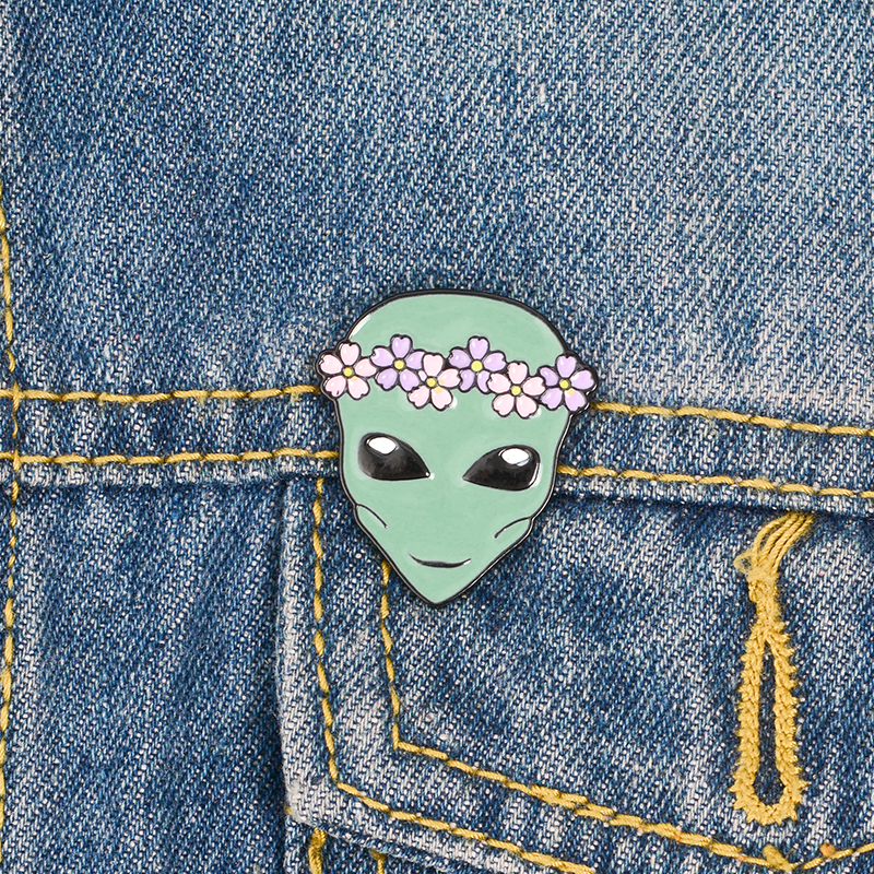 New-Arrival-Cute-Funny-Outer-Space-ET-Flower-Crown-Alien-Saucer-Man-Soft-Enamel-Brooches-Pins(3)
