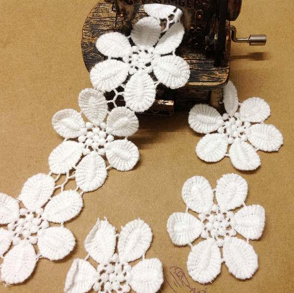 4.5cm wide- 10yards/lot Free Shipping Cotton Embroidered Lace Trim Flower Lace Sewing Trim DIY Craft Accessary Z796