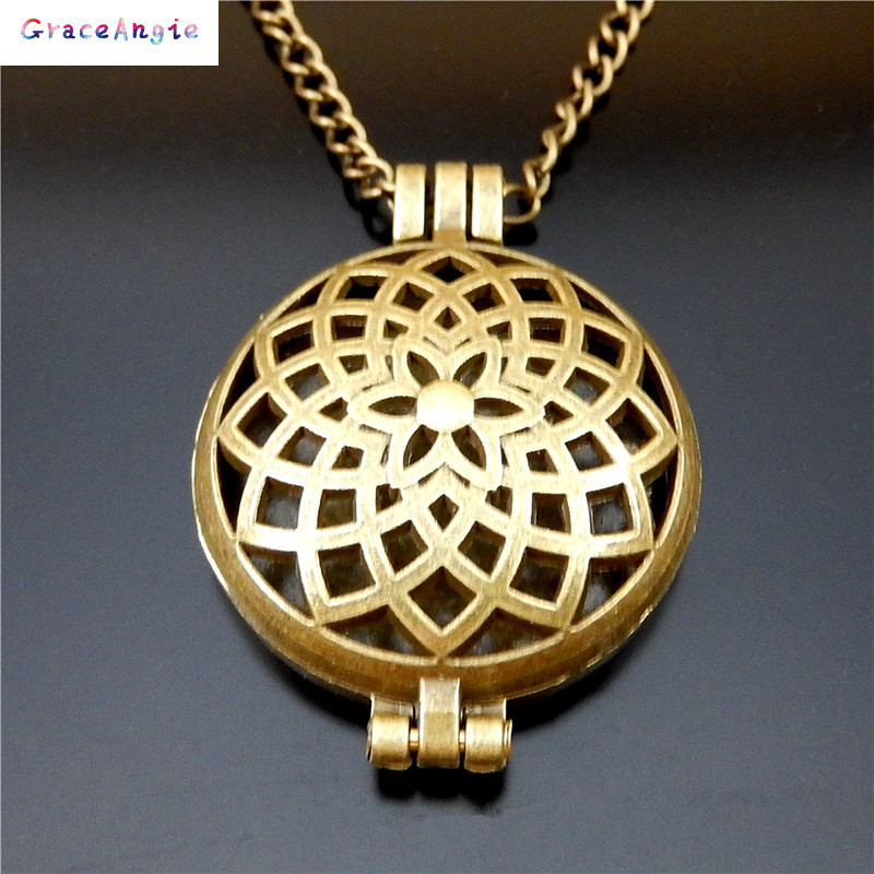 Bronze Gold Locket Vintage Hollow Necklace Photo Wishes Jewelry Essential Oil Aromatherapy Diffuser Gift Beauty Punk Fragrance