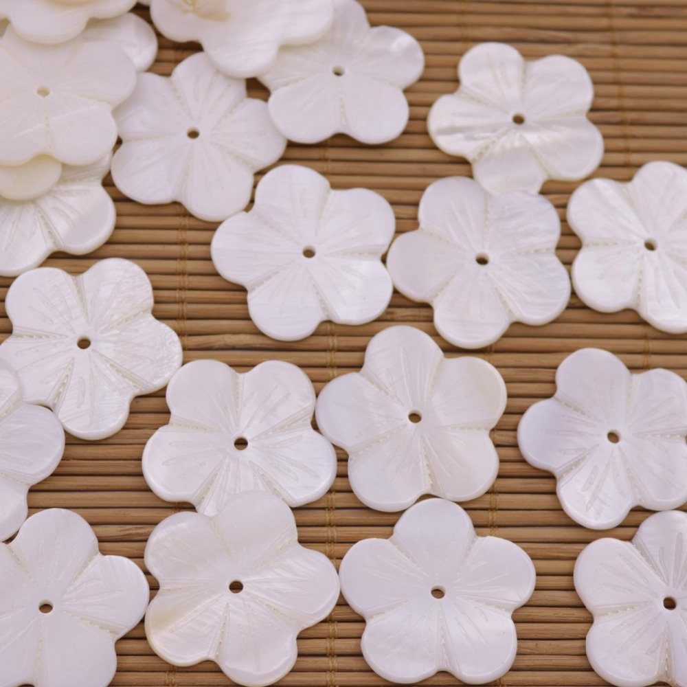 Купить с кэшбэком 50PCS 30mm Flower Shell Charms Natural White Mother of Pearl Jewelry Making