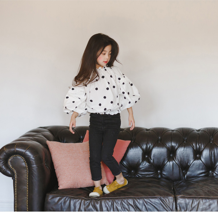 In 2017, the white childrens blouse and blouse of the new cotton ruffles are designed for the autumn summer girls dress