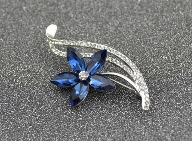 Rhinestone Flower Brooches For Women Simple Design Fashion Jewelry Wedding Pin And Brooches Gift