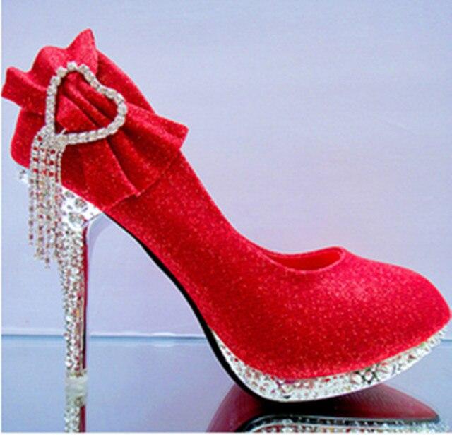 Tacchi sottili con punta rotonda pompe rosso di cristallo arco tacchi da  sposa scarpe da sposa 05f46175b2f