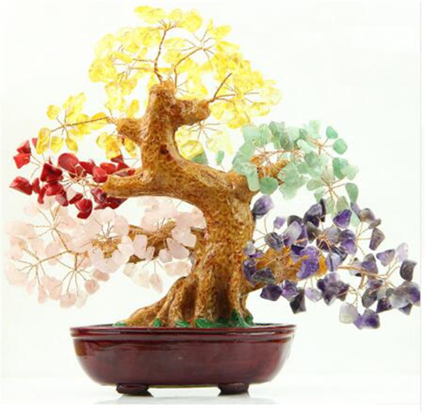 Natural crystal tree, a variety of colors mixed with crystal irregular gravel tree, home decoration