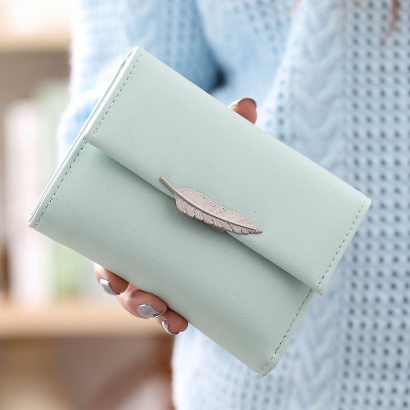 цена на DUDINI Lady Simple Short Money Bag Wallets Retro Metal Leaf Design Women Wallet Three Fold Small Card Holder Leather Purse
